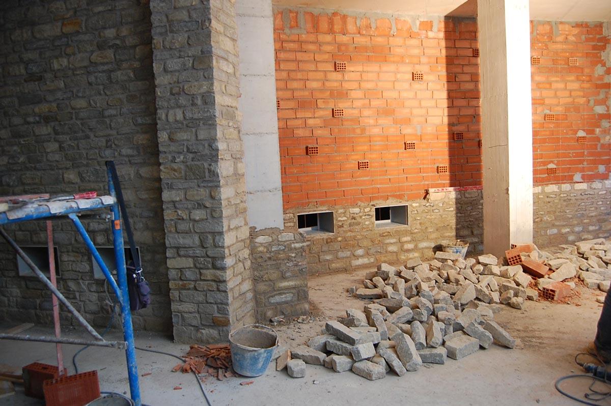 Materiali in pietra cuneo vendita caminetti in pietra pietre da giardino casa in pietra - Archi interni rivestiti in pietra ...