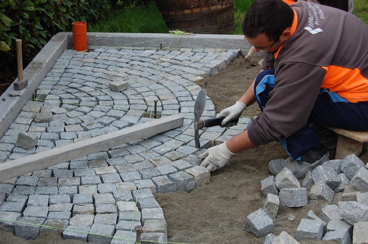 Materiali in pietra cuneo vendita caminetti in pietra for Pietre piatte per giardino
