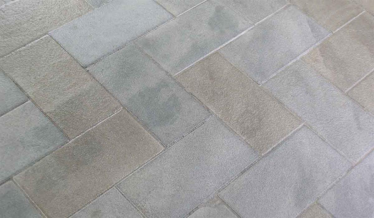 pavimento tipo piastrelle in pietra alpina n 4