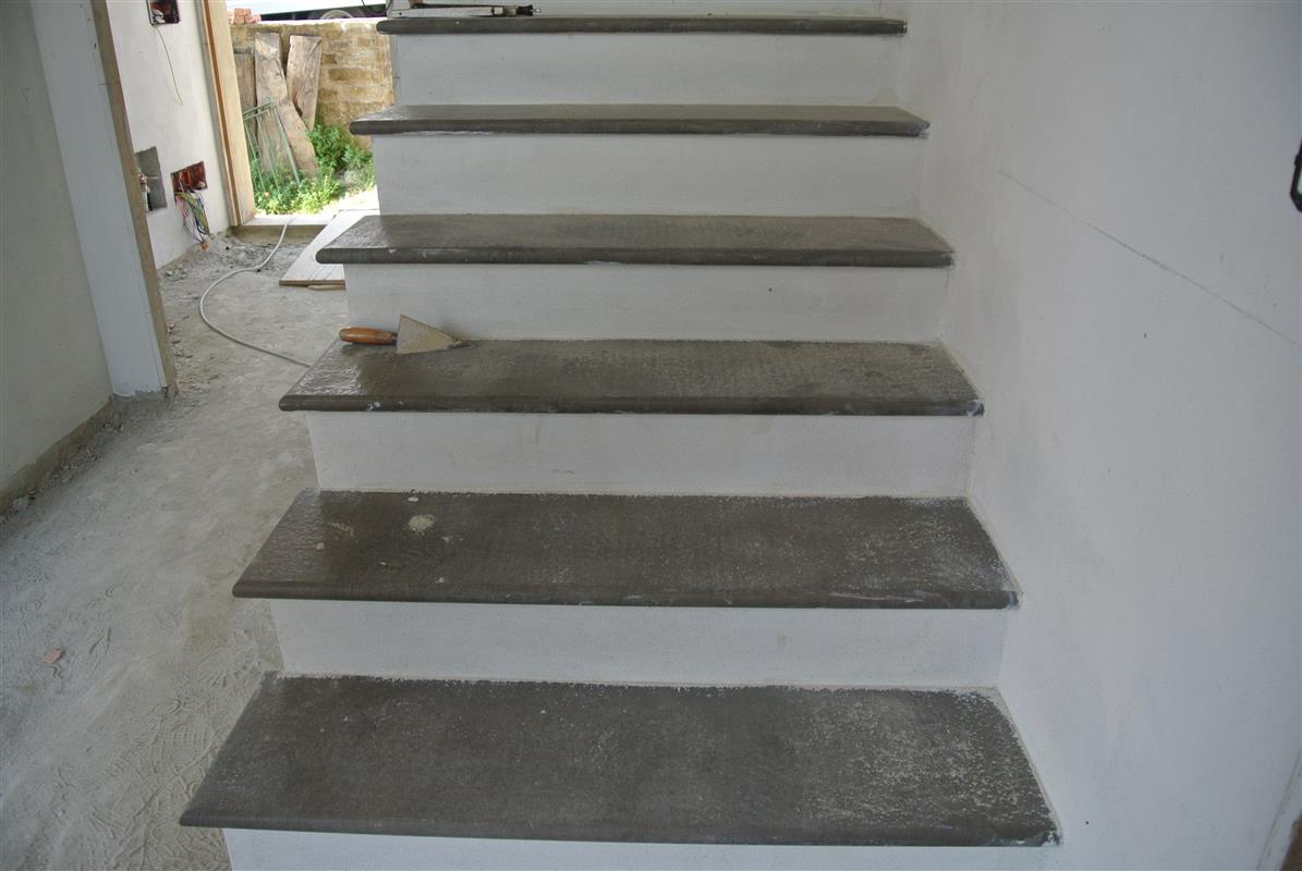 Rivestimento scale interne idee di design per la casa - Scale interne pietra ...