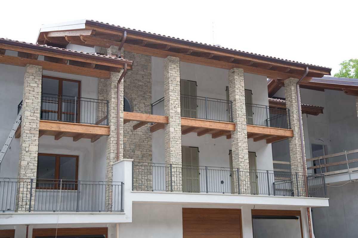Rivestimento casa in pietra tutte le immagini per la for Log e pietra piani per la casa