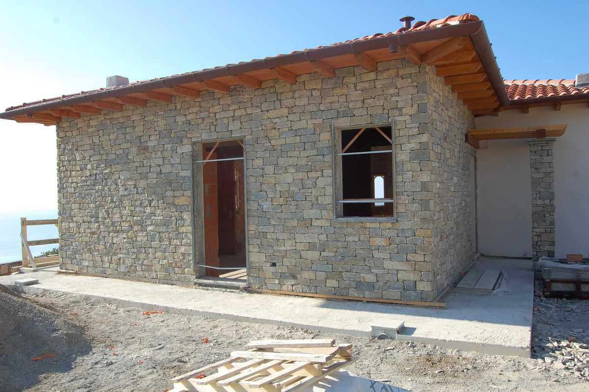 Casa in pietra di langa n 79 for Case rustiche interni pareti