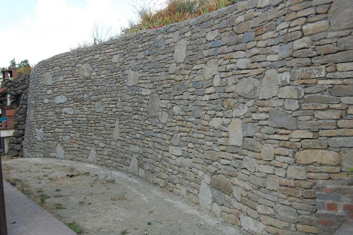 Muro A Secco In Pietra Di Izzalini Pictures to pin on Pinterest