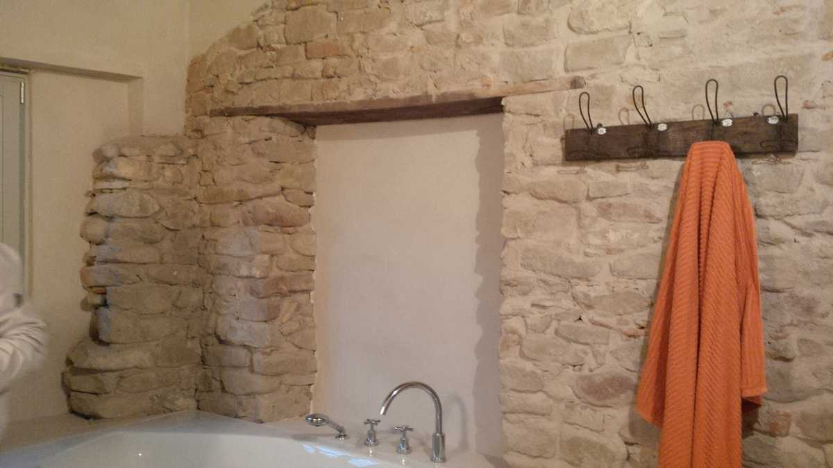 Murature in pietra di langa muri in pietre di langa realizzazione muri in pietra piemonte - Bagno in pietra ...