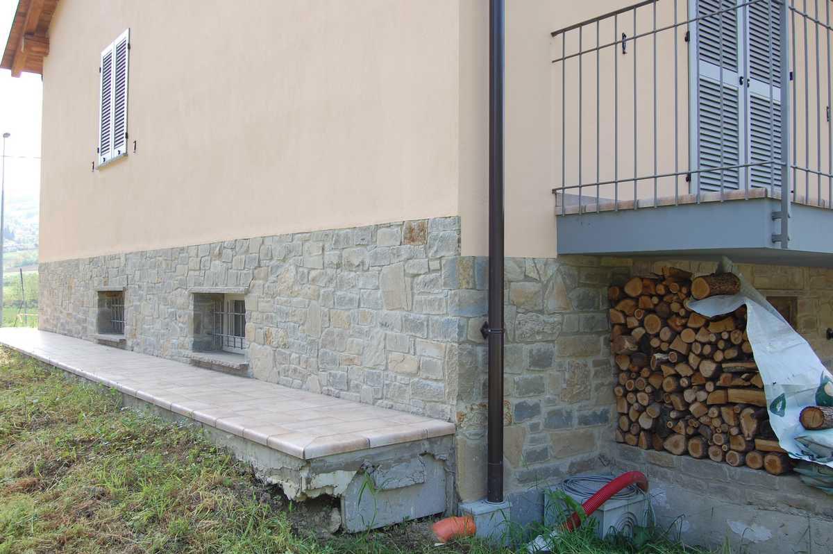 Murature in pietra di langa muri in pietre di langa for Zoccolo esterno