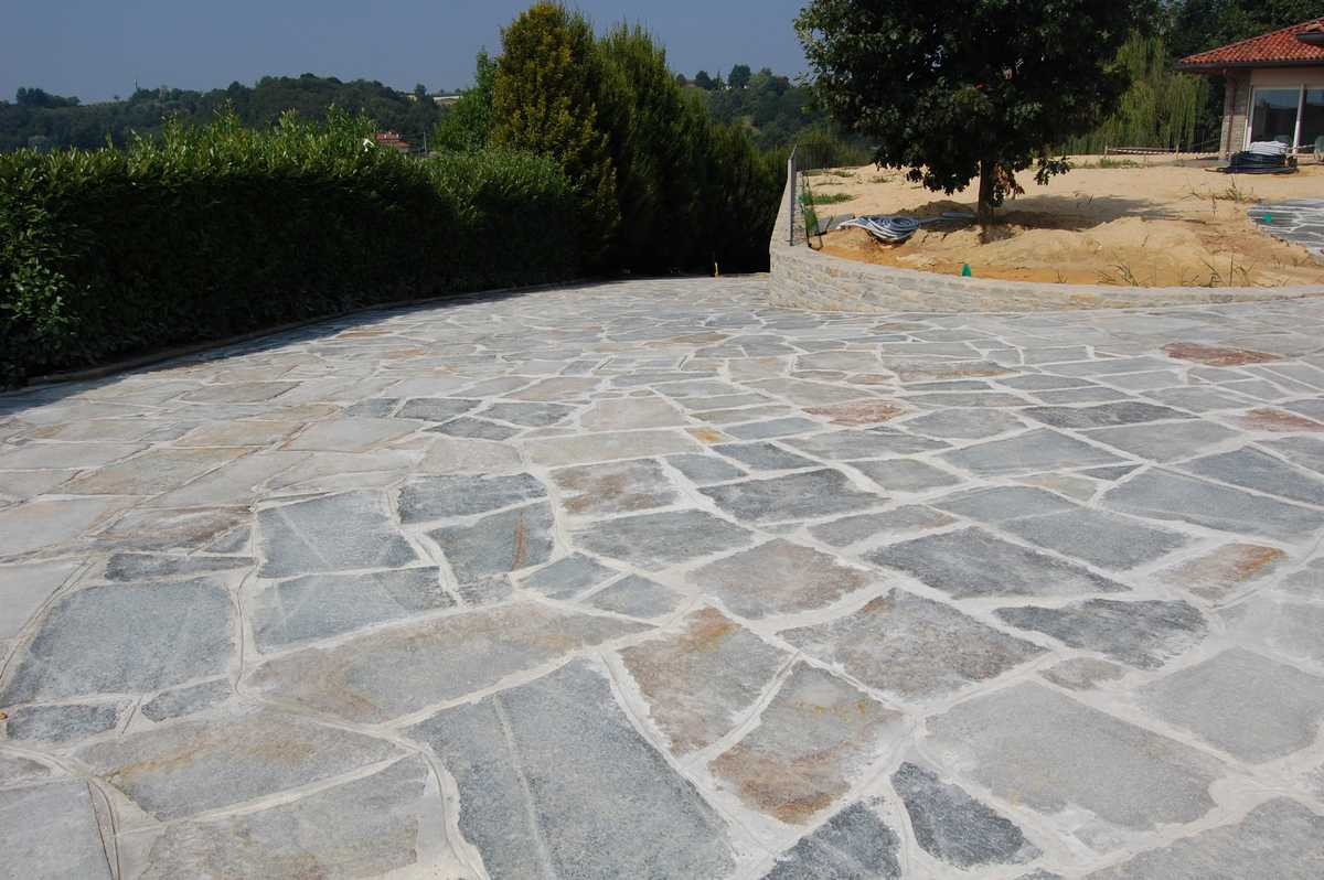 Crazy paving in Natural Luserna's Stone n°7