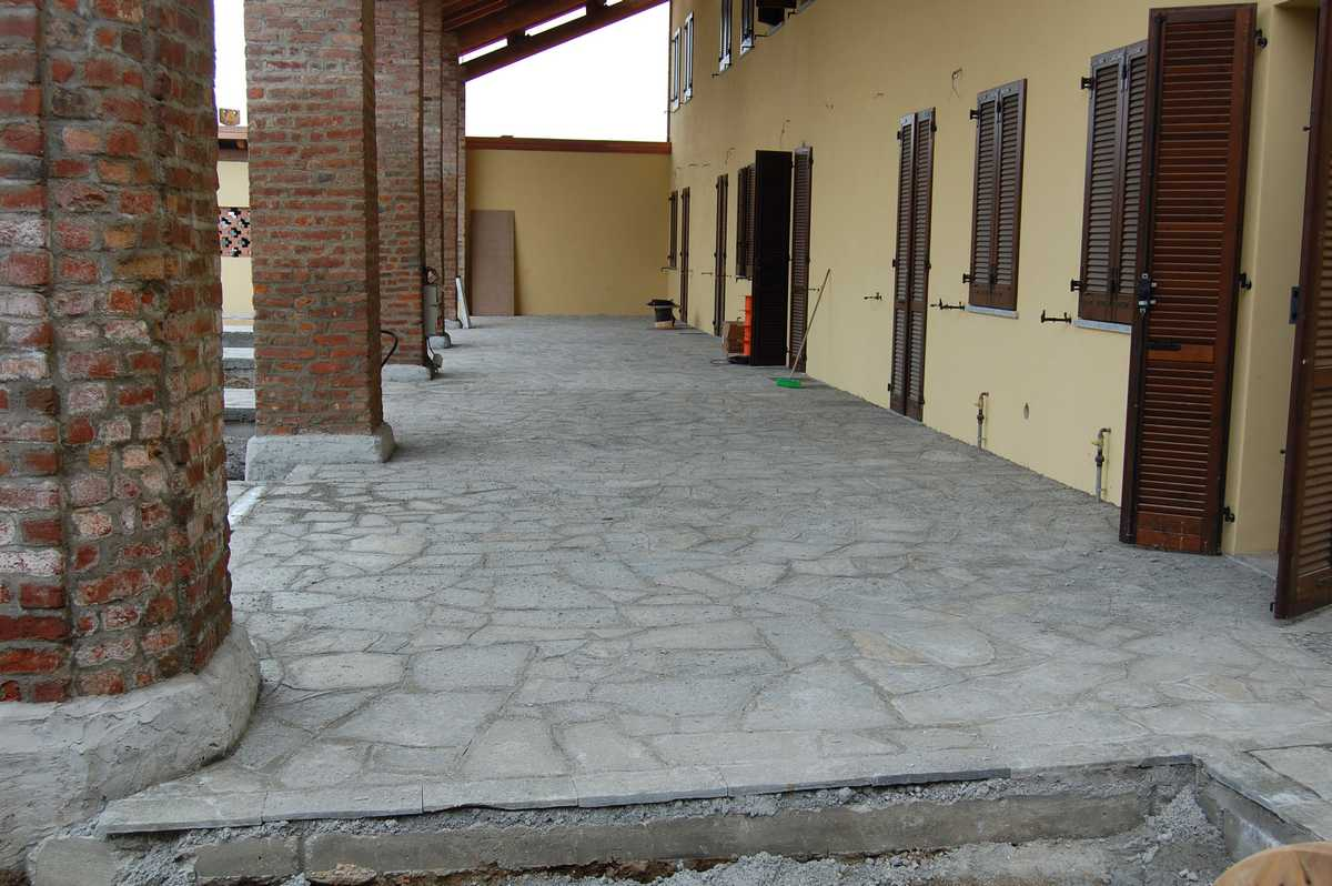 Crazy paving in Natural Luserna's Stone n°9