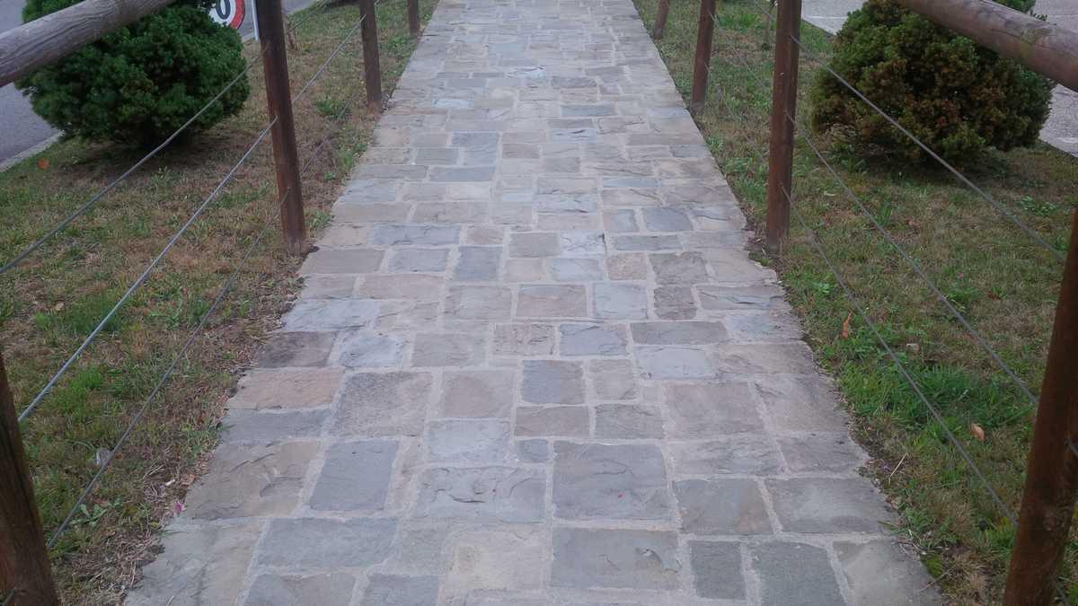 Pavimento In Pietra Di Luserna : Murature in pietra di langa muri in pietre di langa