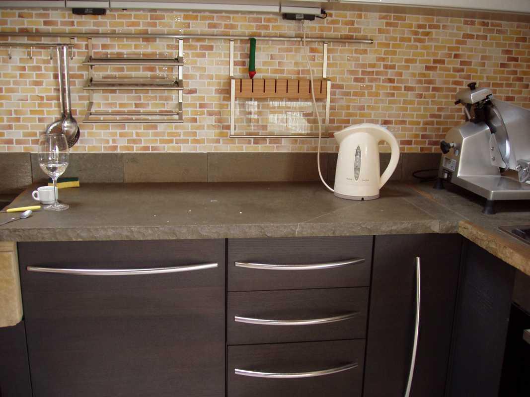 Piano per cucina in pietra alpina naturale su misura n 40 - Cucina rustica in pietra ...