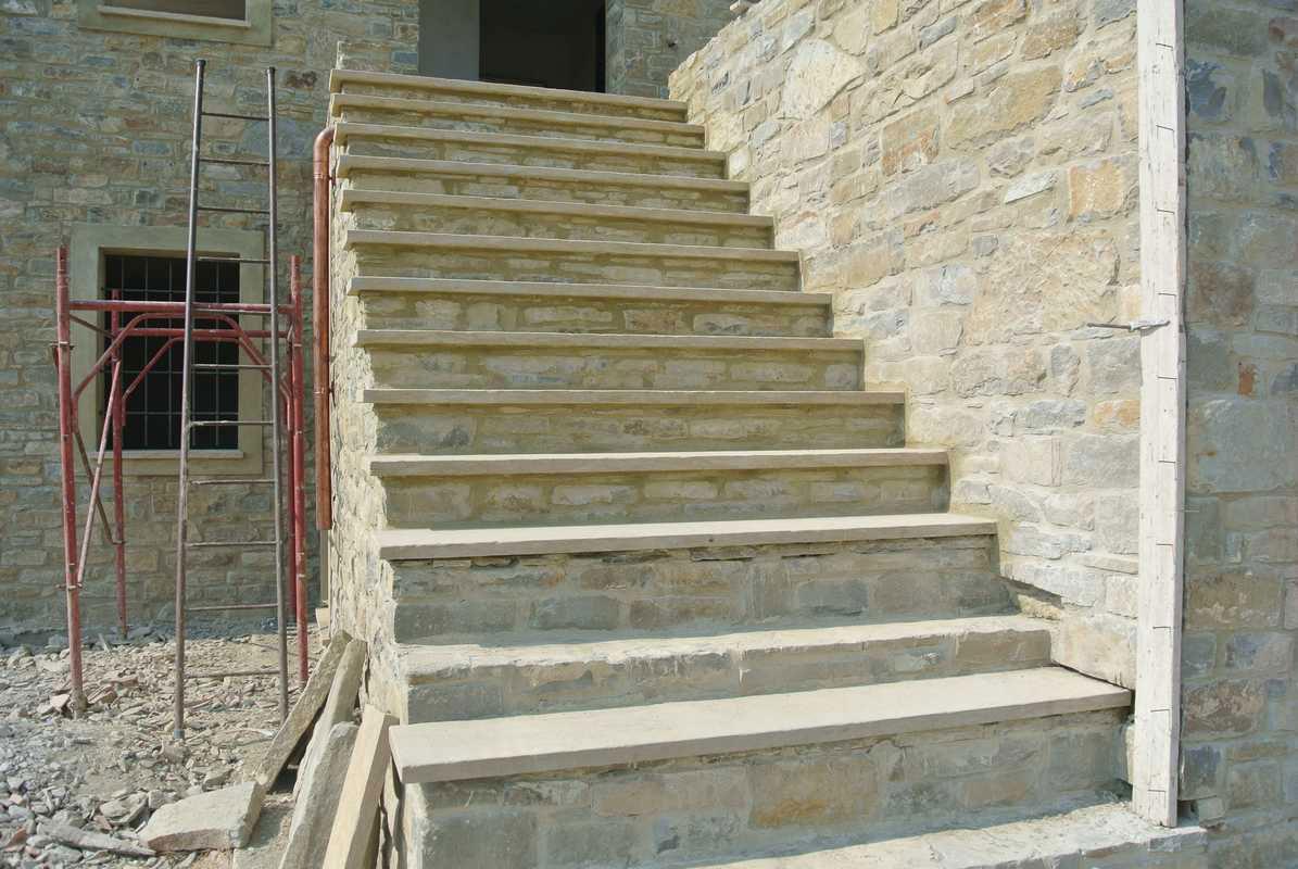 Rivestimento scala in pietra alpina n 33 for Rivestimento scale esterne economiche