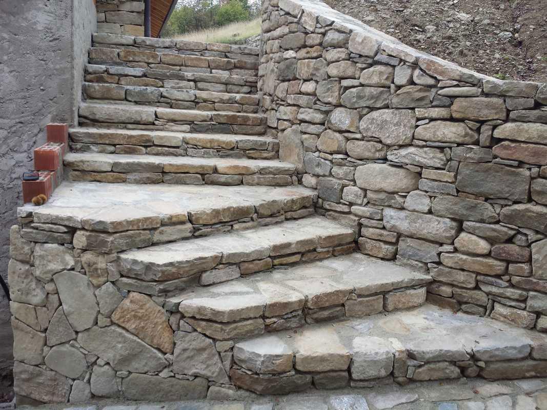Oltre 1000 idee su rivestimento in pietra su pinterest - Scale da esterno in muratura ...